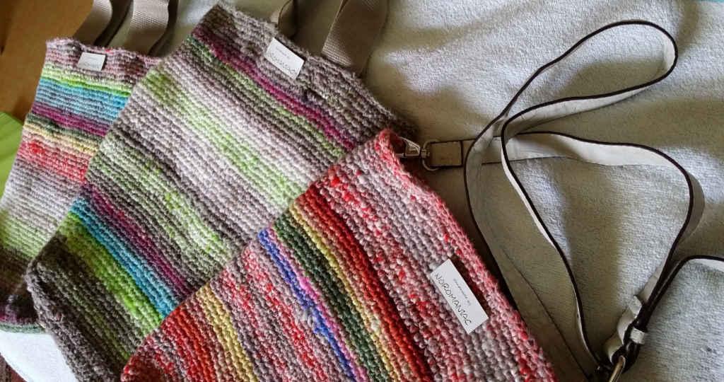 Die Noro Kagayaki mit Noro Tayio der selben Farben zu drei unterschiedlichen Taschen verhäkelt. Foto: Katrin Walter – Noromaniac