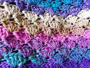 Noro Silk Garden Sock 308 Mütze gehäkelt, Detail