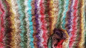 Das Rückenteil des Pullovers im Werden aus Noro Taiyo Sport 06