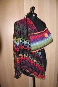 Tuch aus Noro Taiyo Sock 44 von Katrin Walter (noromaniac), mit Tasche aus Noro Taiyo 41