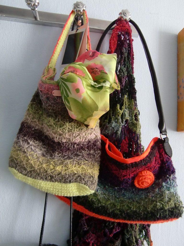Beide Taschen aus Noro Taiyo: aus 33 und aus 41 von Noromaniac. Foto: Katrin Walter