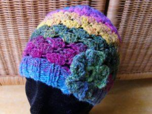 Mütze Noro Silk Garden Sock 87 mit Blume