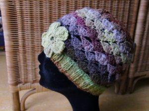 Noro Silk Garden 4ply 387 Mütze gehäkelt mit Blume