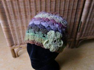 Noro Silk Garden 4ply 387 gehäkelte Mütze mit Blume