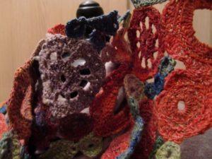 Blumen-Motive des Schals aus Noro Taiyo 4ply 23