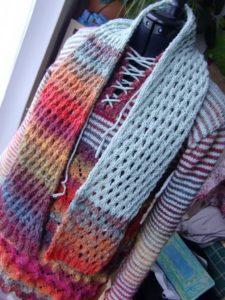 Schal aus den Resten der Noro Silk Garden 341 und 4ply 341 aus Japan und mintfarbener Merino-Wolle aus Frankreich mit dem passenden Pullover