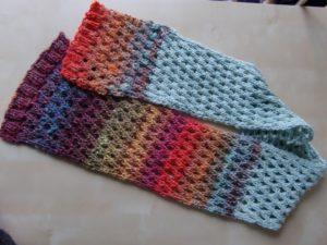 Schal aus den Resten der Noro Silk Garden 341 und 4ply 341 aus Japan und mintfarbener Merino-Wolle aus Frankreich