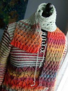 Schal aus den Resten der Noro Silk Garden 341 und 4ply 341 aus Japan und mintfarbener Merino-Wolle aus Frankreich zum passenden Pullover