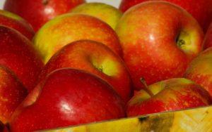 Knackige Äpfel, deren Farben auch in der Noro Silk Garden 341 zu finden sind