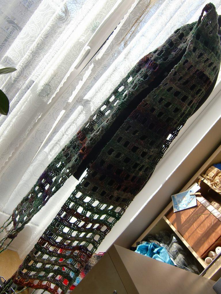 Noro Kibou 5 Stola - einfach hängen gelassen ;-), wie man es heute gerade wieder trägt, als Schmuck. Foto: Katrin Walter/Noromaniac