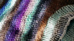 Licht und Farbenspiel am Pullover aus Noro Taiyo Sport #9 mit Seda de Campo Lace (Dibadu) und Ito Tetsu (Foto Katrin Walter) #noromaniac #simplywalter