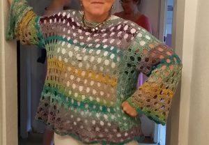 "Freude über das fertige Teil, den ""Salzsee""-Pullover aus Noro Taiyo 4ply 70 und Dibadu-Funnies Salzsee. #Noromaniac Foto: Rita Walter"