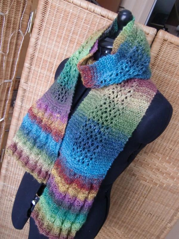 Noromaniacs Schal aus Noro Silk Garden Lite 2082 nach dem Design von Lisa Craig