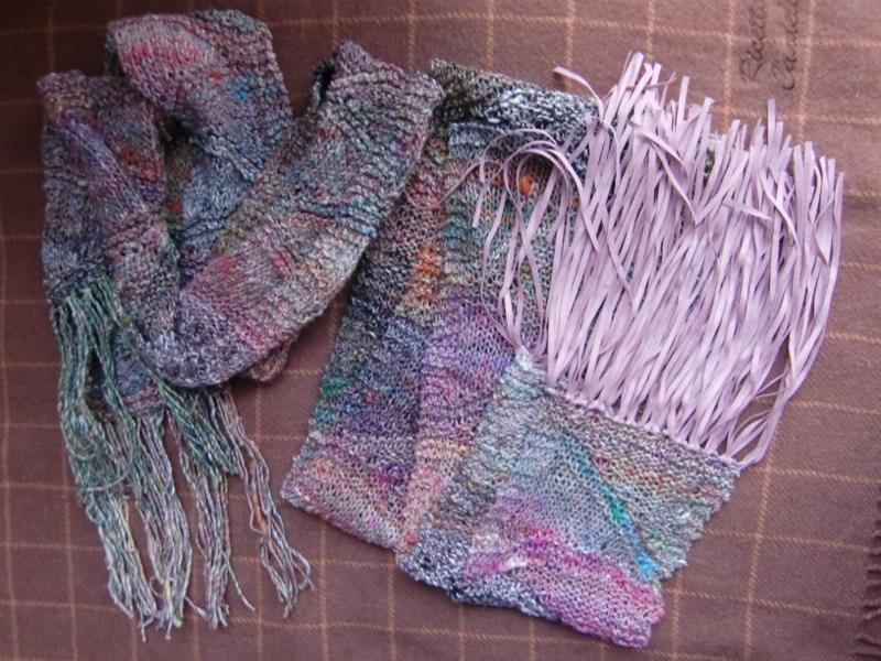 Beide Schals aus Noro Kibou 12, gestrickt mit verkürzten Reihen. Noromaniac