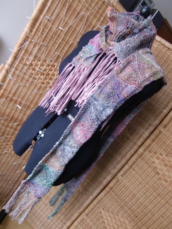 Zwei Schals aus Noro Kibou 12, gestrickt mit verkürzten Reihen. Noromaniac