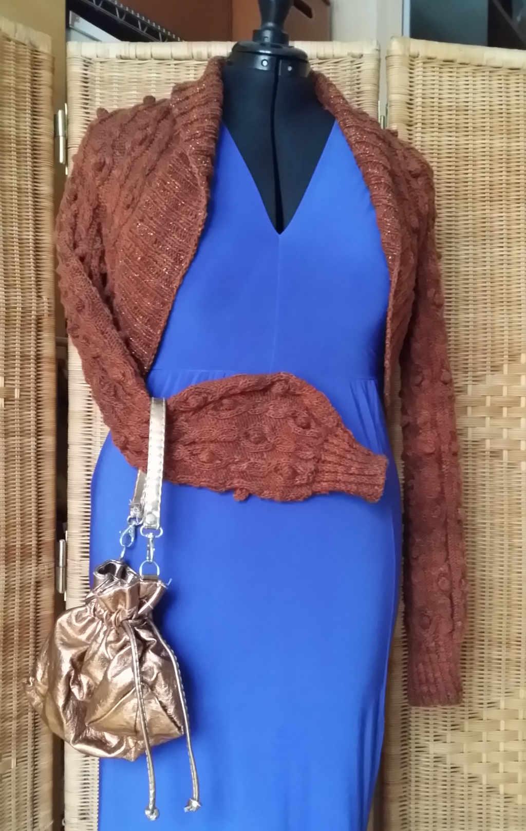 Blaue Kleid mit Bolero aus Noro Sonata 10 - Foto: Katrin Walter, Noromaniac