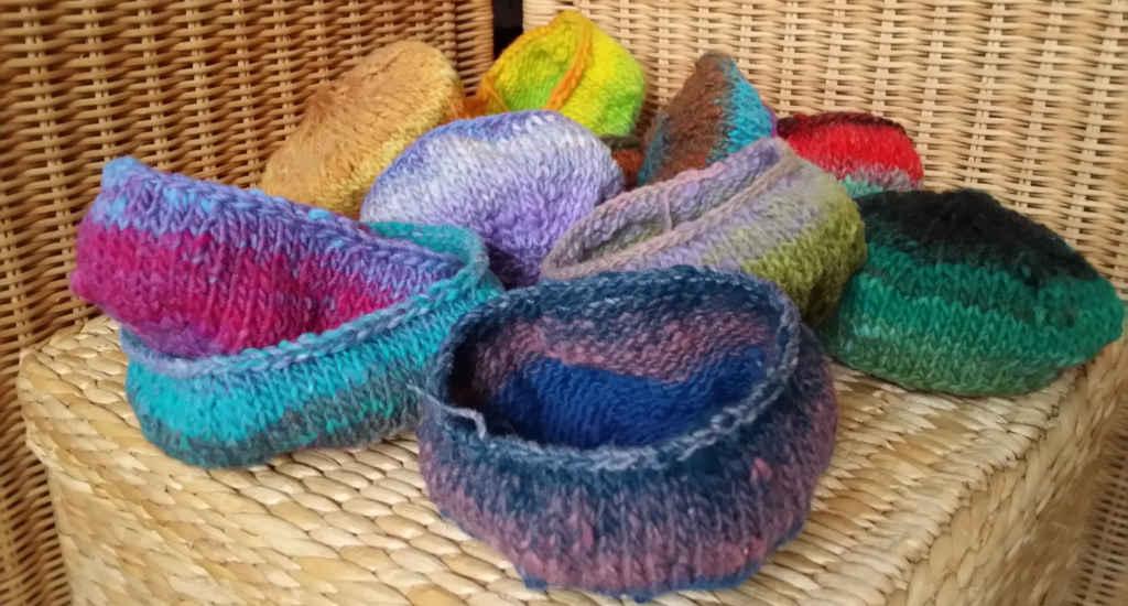 Die kleinen bunten Schälchen aus der Wolle Noro Kureyon vor dem Filzen. Foto&Design: Katrin Walter - Noromaniac