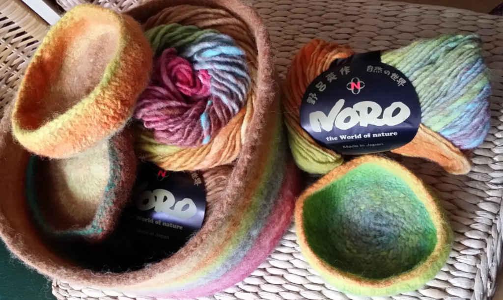 Woll-Körbchen und Schalen gefilzt aus Noro Kureyon #352. Foto&Design: Katrin Walter - Noromaniac