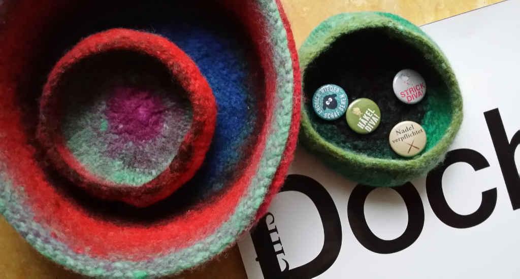 Wollkörbchen gefilzt aus Noro Kureyon #326 und #332. Foto&Design: Katrin Walter - Noromaniac