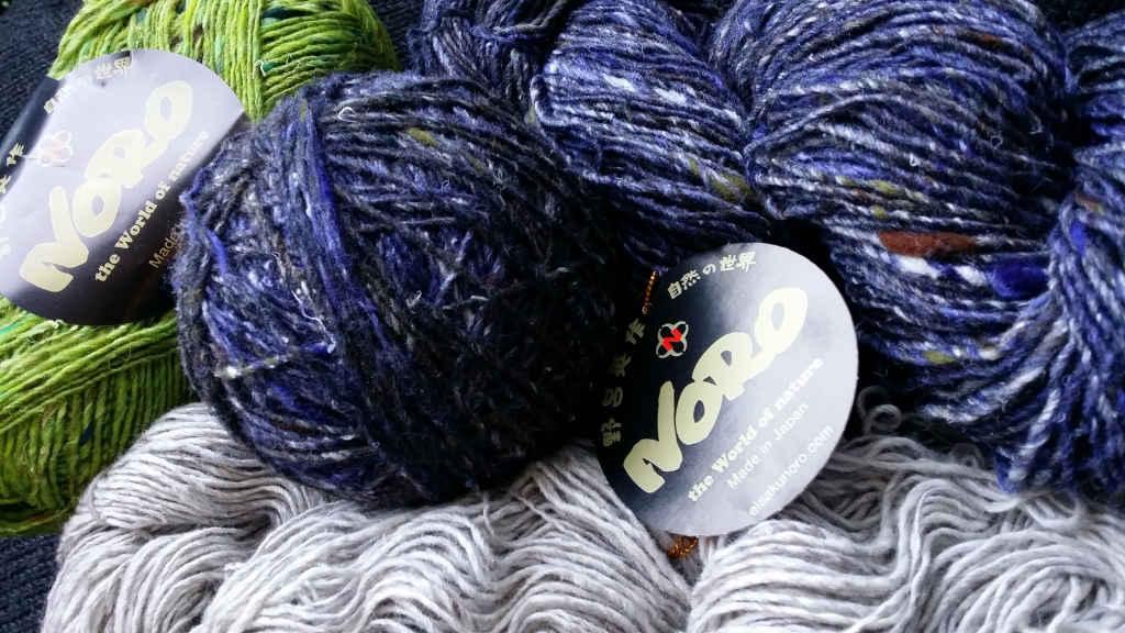 Das Garn Noro Kiri #07 mit Noro Silk Garden Sock Solo #33 und Kumo #20 für das Projekt von Noromaniac. Foto: Katrin Walter
