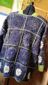 Granny Square Pulli aus Noro Kiri #07, Noro Kumo #20 und Noro Silk Garden Sock Solo #33. Foto: Katrin Walter – Noromaniac