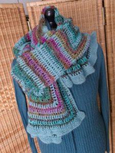 Holla die Waldfee als Schal gestylt. Garn: Noro Silk Garden Sock #370 und Alpaka. Foto: Katrin Walter, Noromaniac