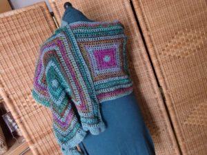 """Schal aus 4 großen Grannys """"Holla die Waldfee"""". Garn: Noro Silk Garden Sock #370. Foto: Katrin Walter, Noromaniac"""
