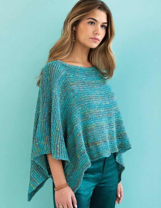 Easy-Peasy-Poncho in Türkis. Foto: Knitting Magazine