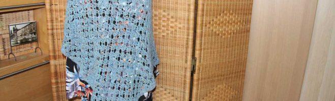 Bubbles – Gestrickter Lace-Poncho aus Noro Tokonatsu