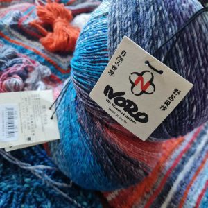 Die Farben und Farbverläufe der Norogarne sind unübetroffen. Hier das Noro-Baumwollgarn Enka. Foto: Katrin Walter – Noromaniac