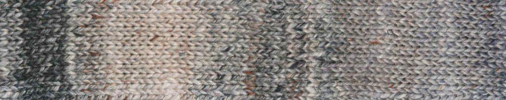 Akari #01 Rapport des Garns in Grautönen mit etwas Blau