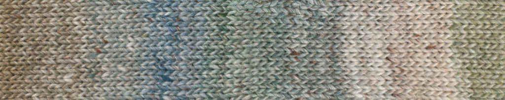 Noro Akari #05 Rapport des Garns mit zarten Blau-, Grün- und Brauntönen