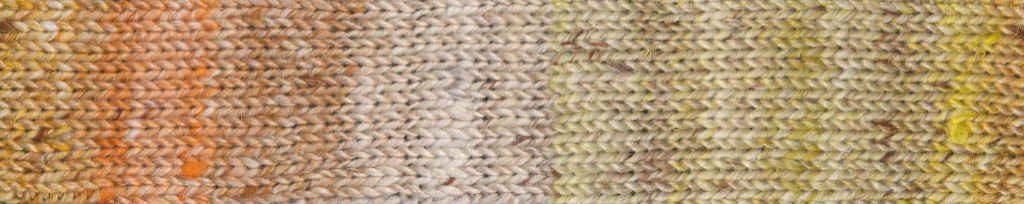 Noro Akari #06 Rapport des Garns in Gelb und Orange auf Beige