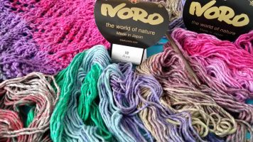 Noro Aya 10 Schal … a little bit of Erica by my side
