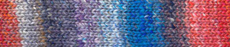 Farbe #05 Fukuoka mit Orange-Pink, Coelinblau, Violettblau und etwas Purpur Farbrapport Eisaku Noro/Knittingfever – Garn-Rezension Noromaniac