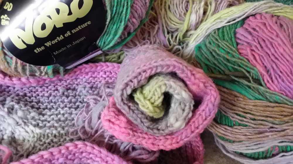 Farbverlaufsgarn Noro Kureopatora 1030 mit zarten Pastelltönen. Foto: Katrin Walter – Noromaniac
