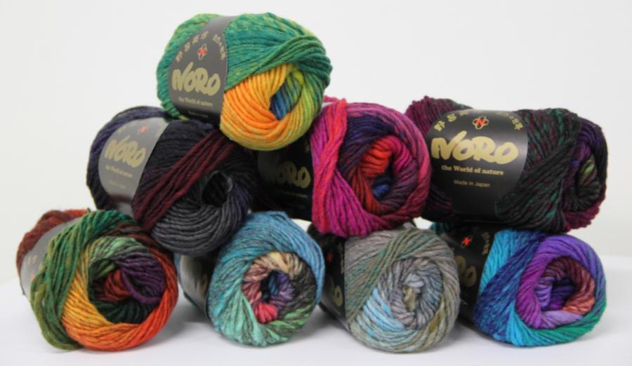 Hier siehst du acht der elf Farben aus der Retro Collection im Knäuel. Foto: Eisaku Noro Ltd - Noromaniac