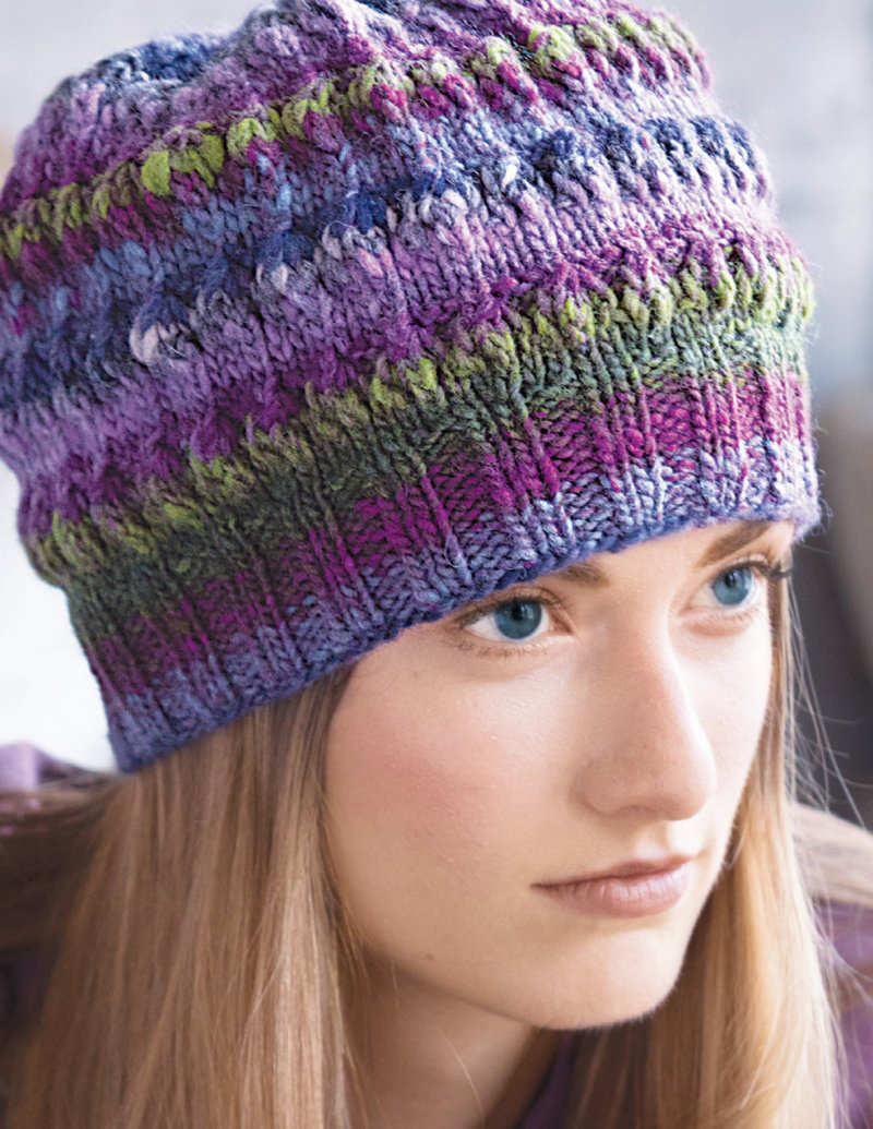 """Schöne femminine Mütze in Lilatönen und Olivgrün- Sie nennt sich """"Puff Love"""" und ist von Angela Tong aus der Noro Kureyon Farbe #188 - Noromaniac"""