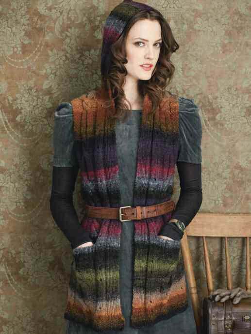 Lange Weste mit Taschen und Kapuze von Pat Olski ist aus der Farbe #242 - Noromaniac