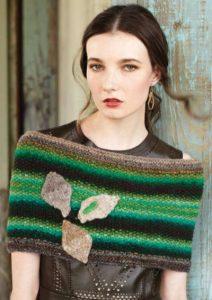 """Kleiner Schulterwärmer """"Seed Stitch Cowl"""" von Rhonda Fargnol ist aus der Wolle Noro Kureyon, aus den Farben #332 (Grün) und #149 (Braun) - Norormaniac"""