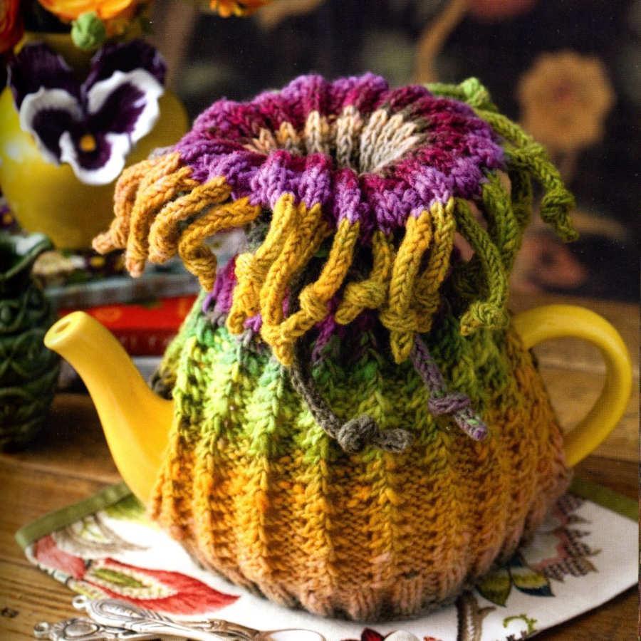 """Bunter """"Tea Cozy"""" aus reiner Wolle gestrickt in Gelb, Grün, Rosa und Pink zum Warmhalten deines Lieblingstees. - Noromaniac"""