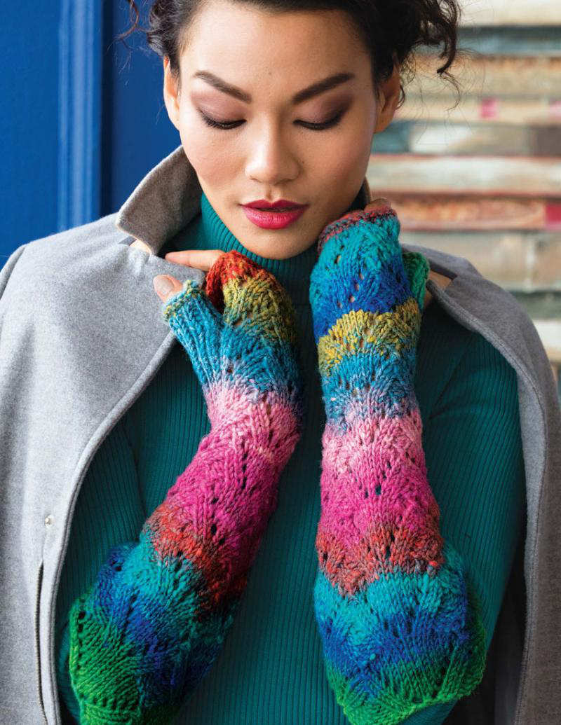 """Armstulpen """"Evening Lace Fingerless Gloves"""" aus der Farbe #362 mit Türkis, Grün, Gelb und diversen Rosatönen gestrickt im Lacemuster - Noromaniac"""