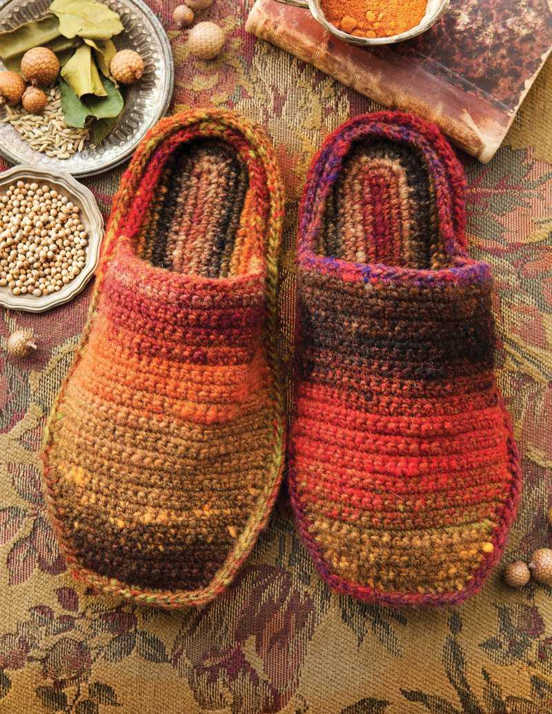 """Nette Latschen für das Zuhause-Gefühl: """"Crochet Slippers"""" von Yoko Hatta aus den Herbstfarben der #263 gehäkelt - Noromaniac"""