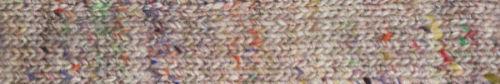 Weiß-Neutrals mit bunten Farbsprenkeln, das macht die Garnfarbe #01 Sake des neuen Norogarns Noro Madara aus - Noromaniac