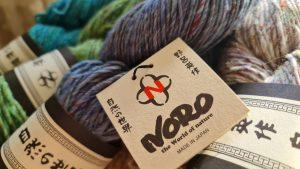 Foto zur Garnrezension von Noromaniac. Zu sehen ist die Noro Madara im Strang in vier Farben: #01 Sake, #04 Mizu, #08 Hisui und #06 Kigishi. Foto: Katrin Walter