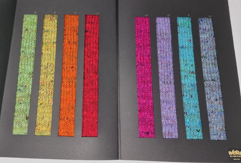 Farbkarte Noro Madara mit den Farben Grün, Gelb, Orange, Rot, Pink, Flieder, Türkis und Graublau. Foto: Herbert Schweinsberger für Noromaniac
