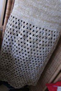 Rückansicht des Knit & Crochet Coat von Katrin Walter aus Noro Kumo #15. Foto: Noromaniac