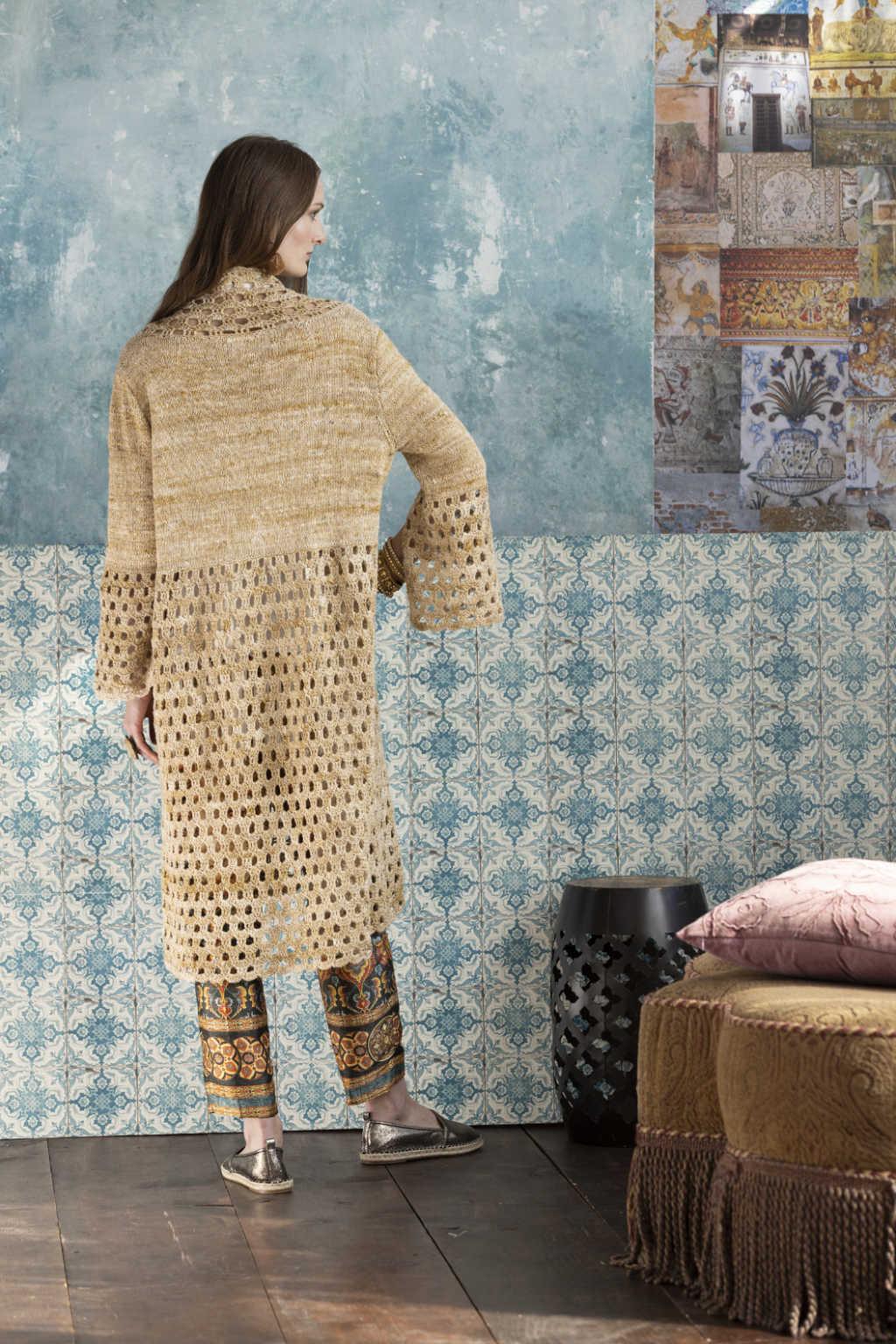 Rückansicht des Knit & Crochet Coat by Katrin Walter aus Noro Kumo #15. Foto: Noro Magazine 16