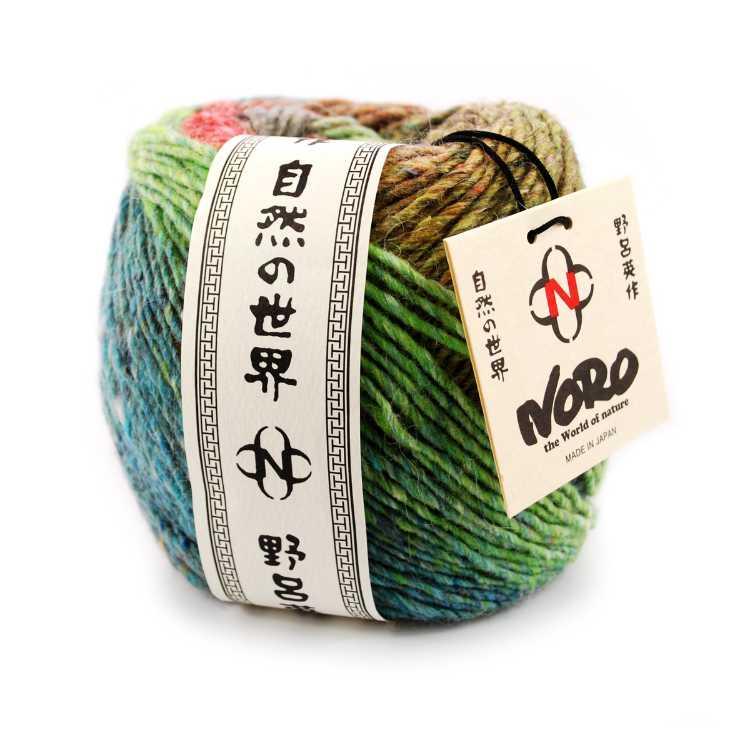 Noro Okunoshima #5 im Knäuel mit Banderole und Noro-Kärtchen. Foto: Eisaku Noro / Knittingfever – Garnrezension Noromaniac