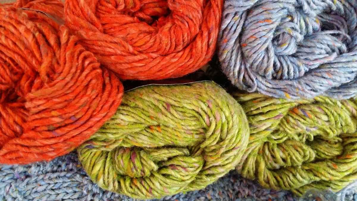 Noro Tokonatsu Stash von Noromaniac: Drei Farben liegen noch auf Lage: Hellblau, Frühlings-Grün und Orange. Foto: Katrin Walter